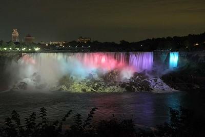 Waterfalls at night : American Falls, Niagara Falls, NY, USA