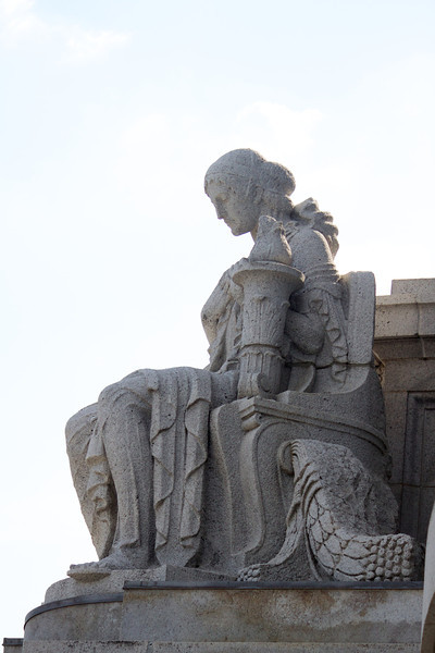 statue at the base of the capitol dome