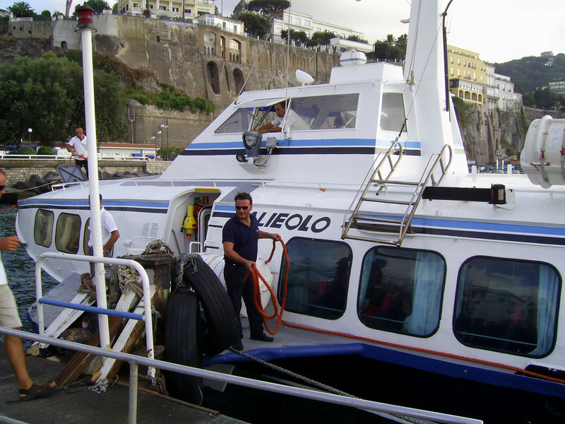 Hydrofoil ALIEOLO mooring in Sorrento.