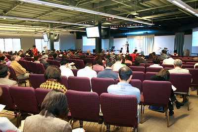Pastor Tsai speaks in Taiwanese service