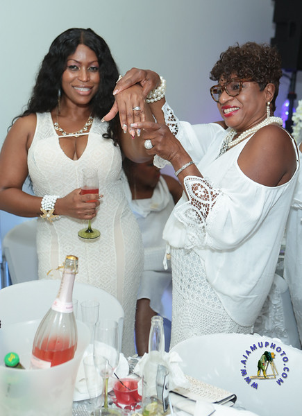 SHERRY SOUTHE WHITE PARTY  2019 re-357.jpg
