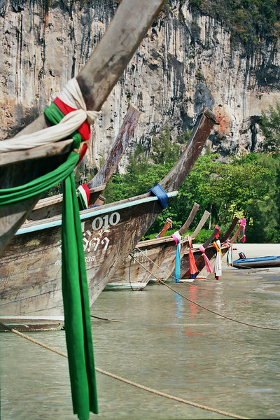 Krabi Boat multiple with cliff, January 2003.jpg