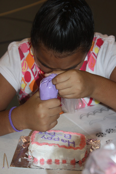 Mid-Week Adventures - Cake Decorating -  6-8-2011 149.JPG
