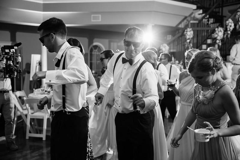 1031_Josh+Lindsey_WeddingBW.jpg