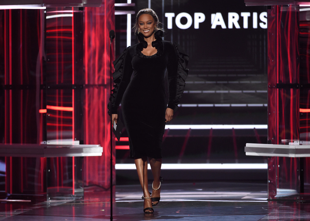 . Tyra Banks presents the top artist award at the Billboard Music Awards at the MGM Grand Garden Arena on Sunday, May 20, 2018, in Las Vegas. (Photo by Chris Pizzello/Invision/AP)