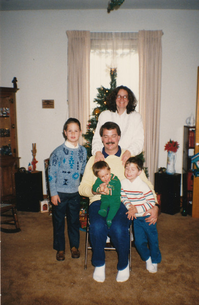 Jane, Nick, Zach, Andrew & Jacob Hiller 1988.jpg