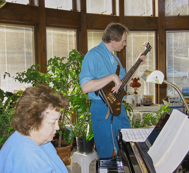 FL & Shirley Lebin, jamming at the Lebin house, Feb 24 2002.