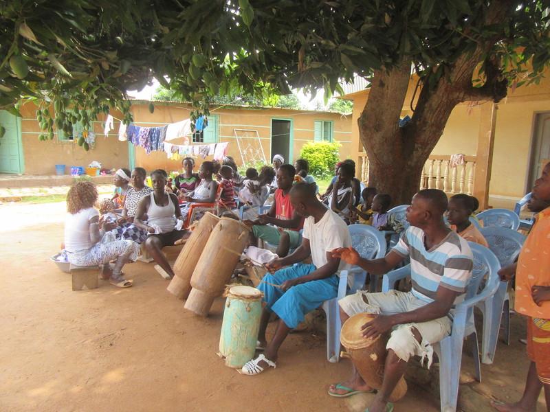 022_Aniassué. L'École des Femmes Fétiches Komians. 8 de 20. Les Danses Komians.JPG