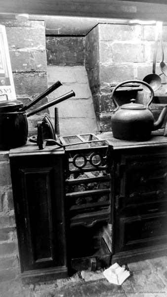 Woodget-130103-015--old - worn, old fashioned, stove.jpg