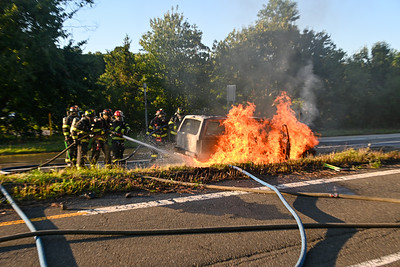 Ridge- Vehicle Fire Long Island Expressway Exit  68 {2021.09.04}