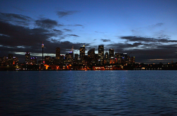 Sydney downtown at night.jpg