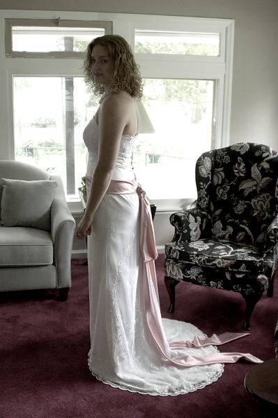 Dorthy wed dress7-30-06 004.jpg