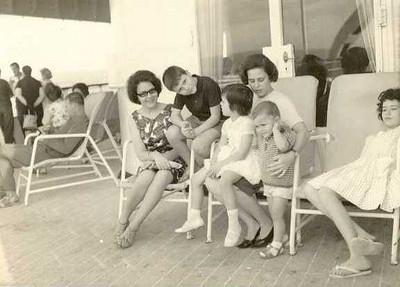 Odete Simões, Helder Simões e mulher do Rebordão com os filhos.
