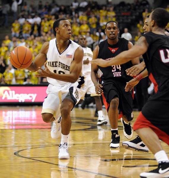 Smith draws defense.jpg