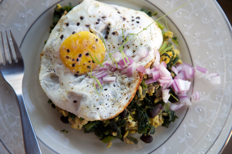 egg over tempeh and kale-4.jpg