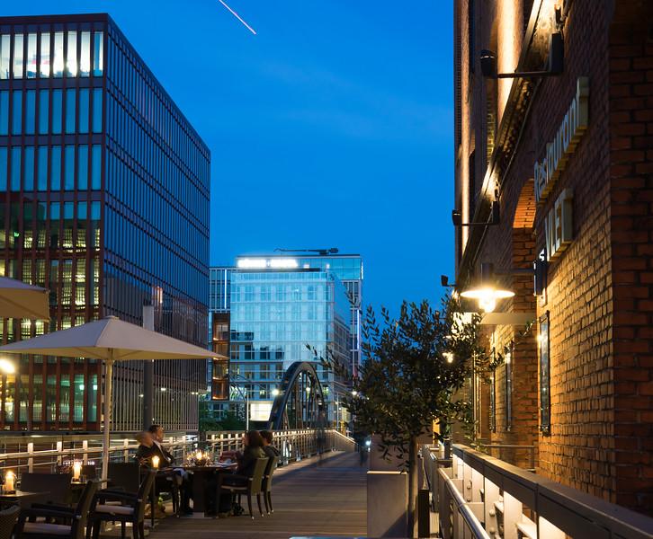 Restaurant in der Speicherstadt mit Blick auf HafenCity Hamburg