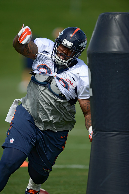 . Denver Broncos defensive tackle Kevin Vickerson (99) runs through drills during practice August 26, 2014 at Dove Valley.(Photo by John Leyba/The Denver Post)