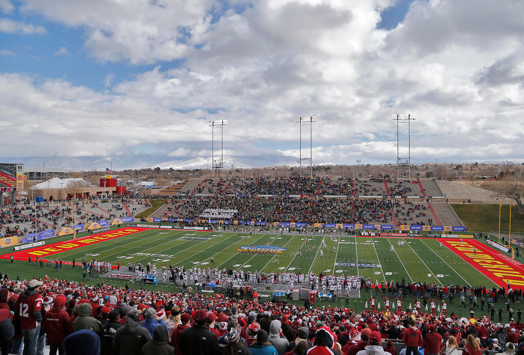 . Colorado State and Washington State play during the first half of the New Mexico Bowl NCAA college football game, Saturday, Dec. 21, 2013, in Albuquerque, N.M. (AP Photo/Matt York)
