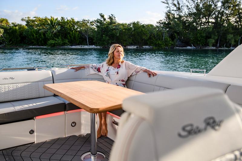 2020-SLX-R-400-e-Outboard-lifestyle-25.jpg