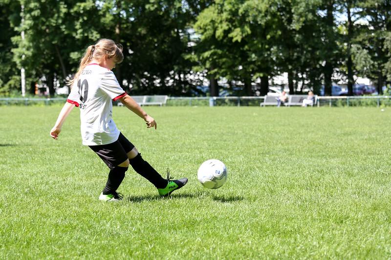 hsv_fussballschule-479_48047957401_o.jpg