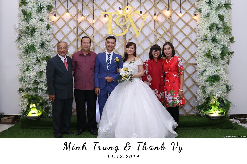 Trung-Vy-wedding-instant-print-photo-booth-Chup-anh-in-hinh-lay-lien-Tiec-cuoi-WefieBox-Photobooth-Vietnam-066.jpg