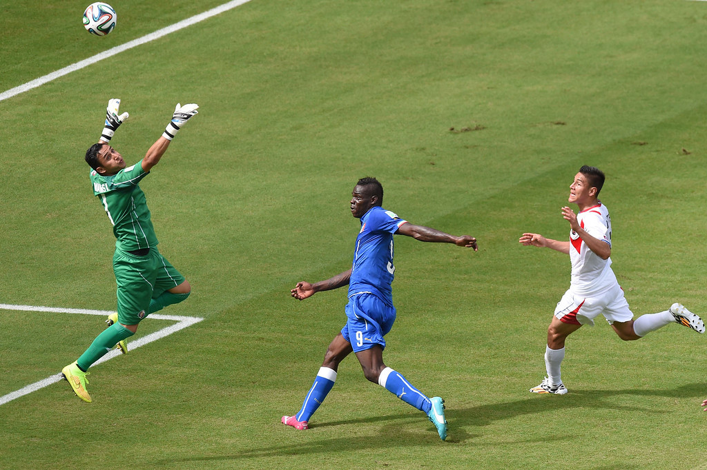 . Italy\'s forward Mario Balotelli (2nd L) kicks an unsuccessful attempt at goal during a Group D match between Italy and Costa Rica at the Pernambuco Arena in Recife during the 2014 FIFA World Cup on June 20, 2014. JAVIER SORIANO/AFP/Getty Images
