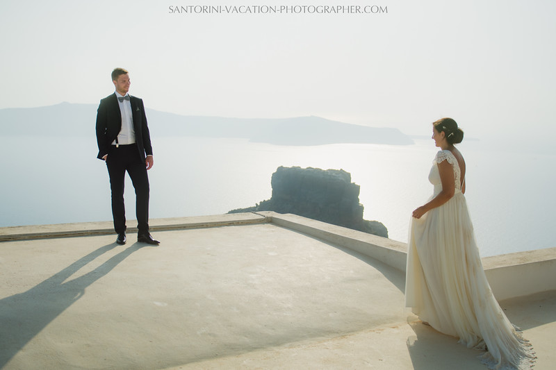 photo-session-santorini-caldera-honeymoon-wedding-dress-2.jpg