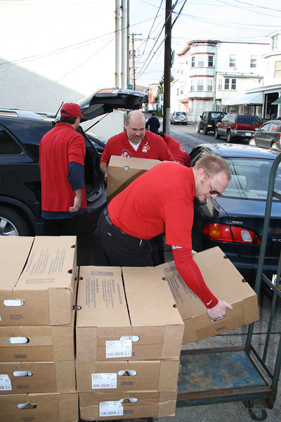 Food Distribution, Tamaqua Salvation Army, Tamaqua (11-21-2011)