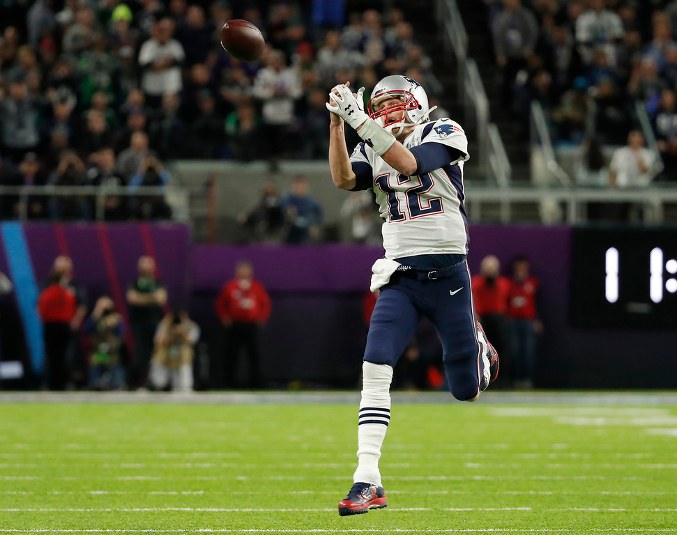 . New England Patriots quarterback Tom Brady (12) can\'t make a catch thrown by wide receiver Danny Amendola, during the first half of the NFL Super Bowl 52 football game against the Philadelphia Eagles, Sunday, Feb. 4, 2018, in Minneapolis. (AP Photo/Charlie Neibergall)