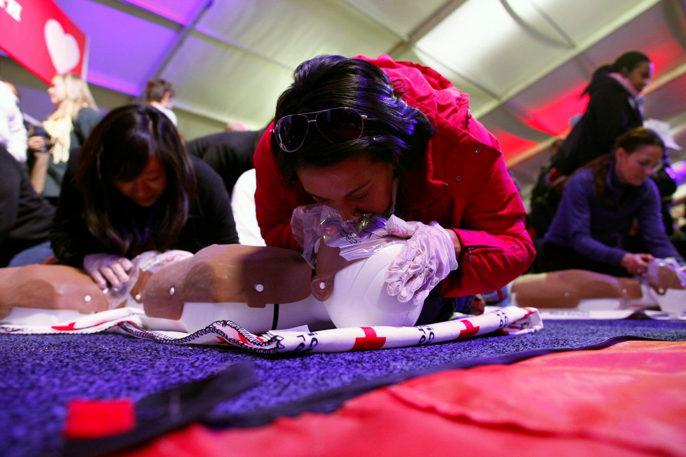 . People learn CPR as part of a National Day of Service event on the National Mall in Washington D.C. January 19, 2013. REUTERS/Eric Thayer