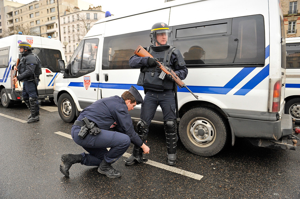 . Police mobilize with reports of a hostage situation at Port de Vincennes on January 9, 2015 in Paris, France. According to reports at least five people have been taken hostage in a kosher deli in the Port de Vincennes area of Paris. A huge manhunt for the two suspected gunmen in Wednesday\'s deadly attack on Charlie Hebdo magazine has entered its third day.  (Photo by Aurelien Meunier/Getty Images)