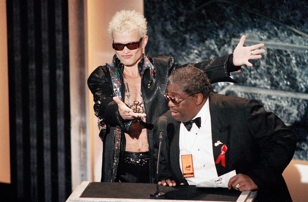. Billy Idol, left, and B.B. King introduce the winners of the Best Hard Rock category, the Red Hot Chili Peppers, during the 35th annual Grammy Awards at the Shrine Auditorium in Los Angeles, Wednesday, Feb. 24, 1993. (AP Photo/Reed Saxon)