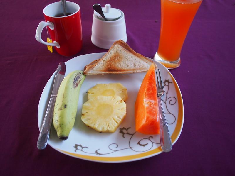 P2259360-breakfast.JPG
