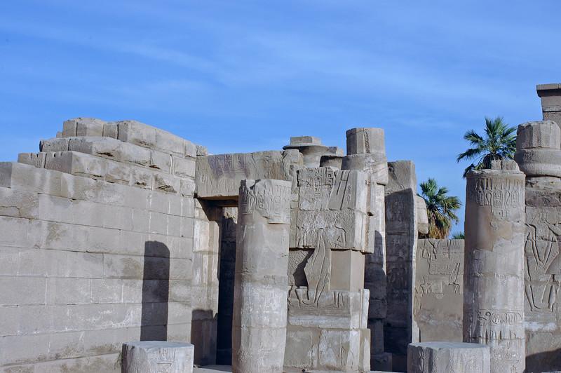 Karnak Temple 01.08.06 0026.jpg