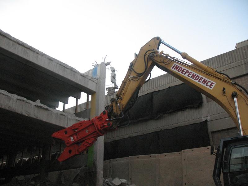 NPK M38G concrete pulverizer on Deere excavator-commercial demolition (3).JPG