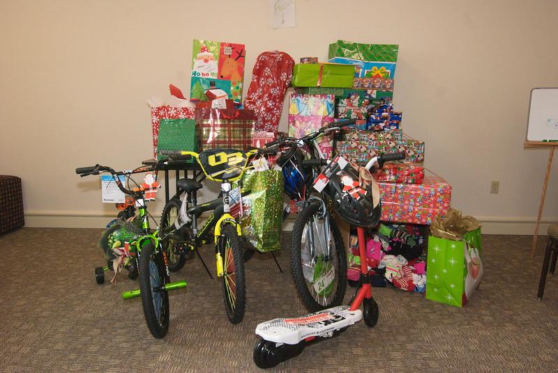 2014-12-15-FOCUS-MHY-Christmas-Gifts_ 001.jpg