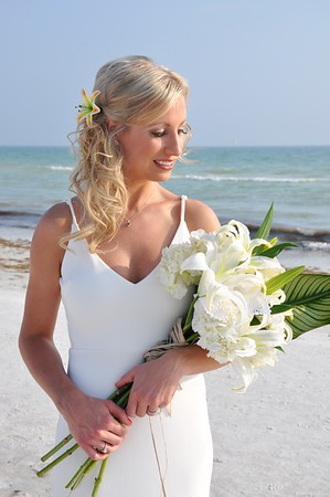 Beautiful destination wedding at Siesta Key Beach, FL
