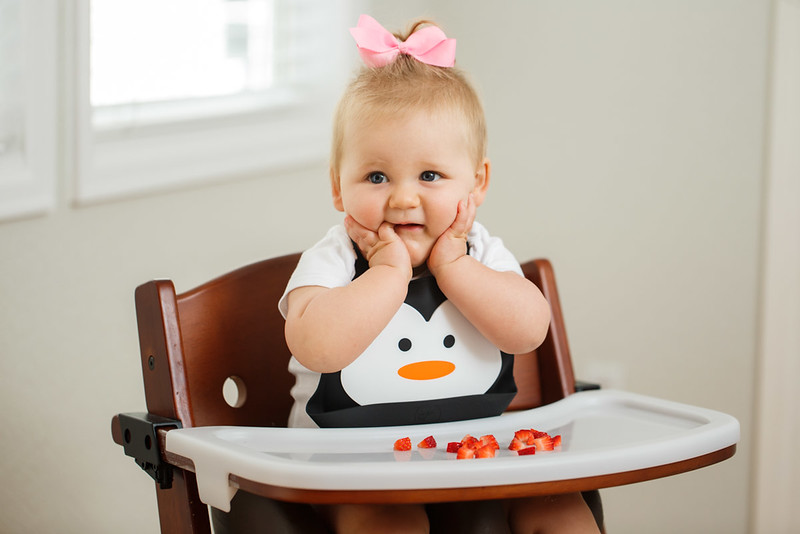 Make_My_Day_Bib_Penguin_lifestyle (17).JPG