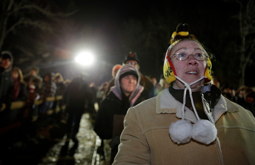 . Cheryl Lechtanski of Middletown, N.J., looks to Gobbler\'s Knob as she waits in the predawn hours for the weather predicting groundhog Punxsutawney Phil, to be pulled from his stump on Groundhog Day, Monday, Feb. 2, 2009, in Punxsutawney, Pa. The Groundhog Club said Phil saw his shadow and predicted six more weeks of winter. (AP Photo/Carolyn Kaster)