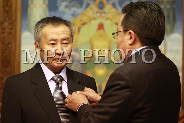 Нүүдлийн номын сантай Монголыг тойрсон Ж.Дашдондог төрийн соёрхолт боллоо