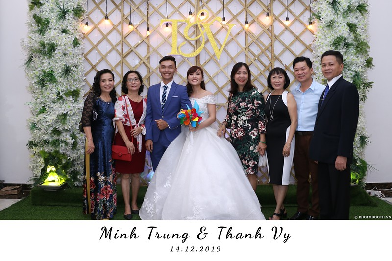 Trung-Vy-wedding-instant-print-photo-booth-Chup-anh-in-hinh-lay-lien-Tiec-cuoi-WefieBox-Photobooth-Vietnam-022.jpg