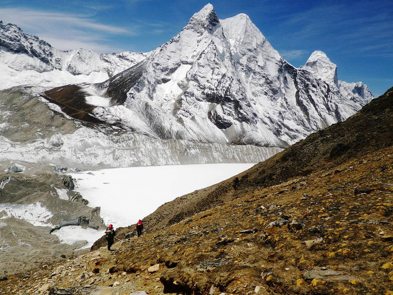 Going down from Island Peak (20,305ft = 6.189m). On horizon to the right is Ama Dablam (22,493ft = 6.856m) and down in the middle is Imja Tsho (16,437ft = 5.010m) frozen lake.