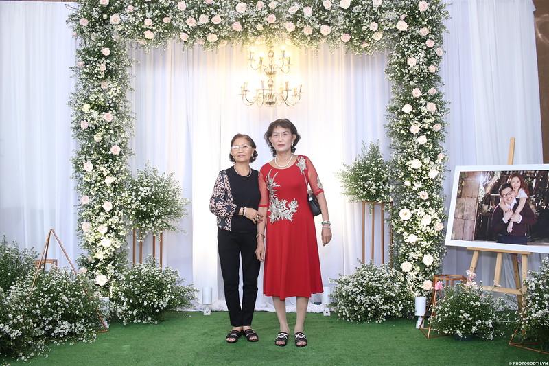 Vy-Cuong-wedding-instant-print-photo-booth-in-Bien-Hoa-Chup-hinh-lay-lien-Tiec-cuoi-tai-Bien-Hoa-WefieBox-Photobooth-Vietnam-011.jpg