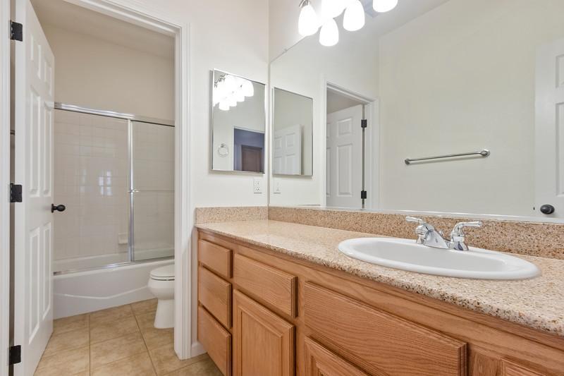 299 Montebello Oaks 23 Guest Bath.jpg