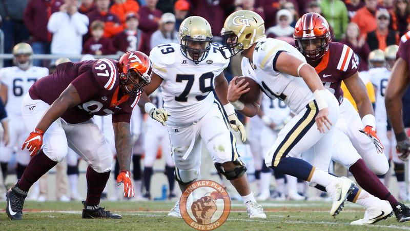 Georgia Tech QB Matthew Jordan (11) keeps the football on an option run. (Mark Umansky/TheKeyPlay.com)