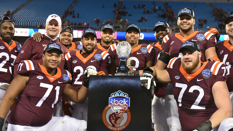 Virginia Tech seniors and head coach Justin Fuente pose with the trophy on stage. (Michael Shroyer/ TheKeyPlay.com)