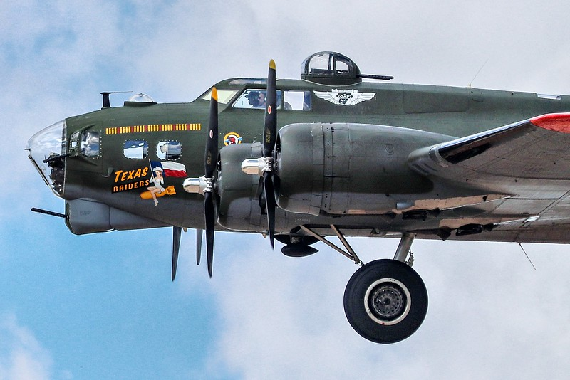 AaAirshow 2019 138D SMALL, EYE, 4x6 cropped, B-17G side view.jpg