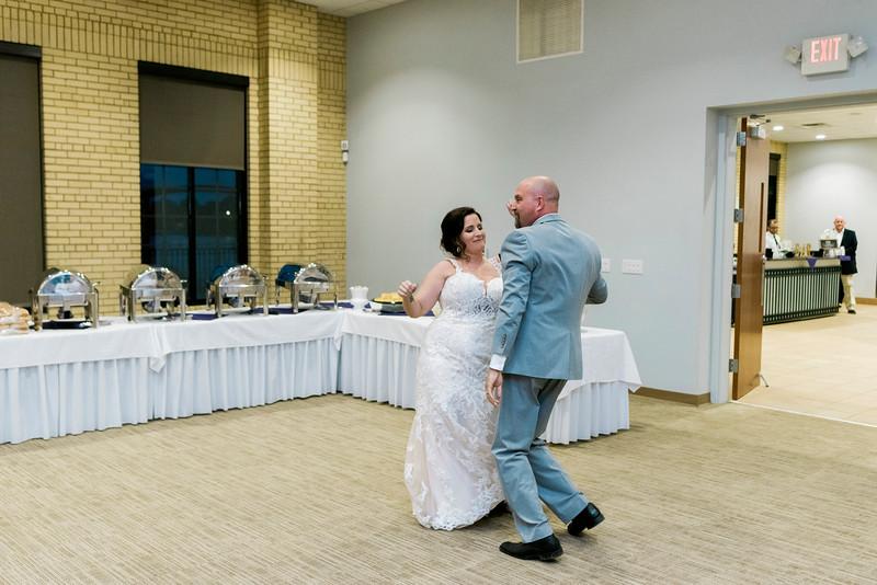 chateau-on-the-river-trenton-michigan-wedding-0334.jpg