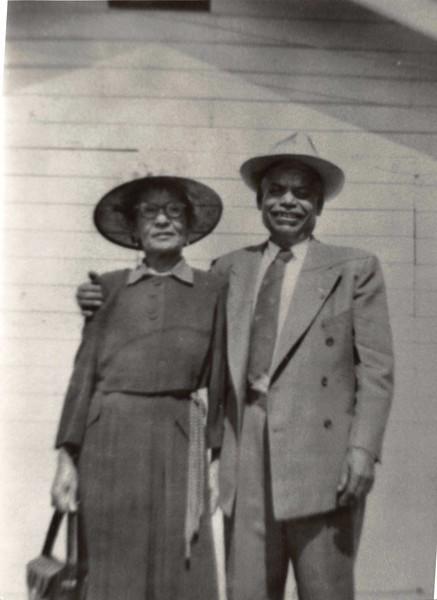 1940-04-15 Maria & Jose Reyes.jpg