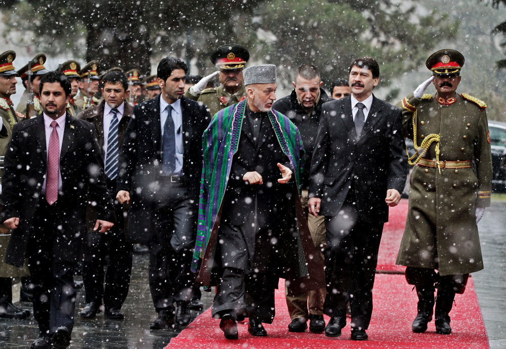 Description of . Hungarian President J·nos ¡der, second right, looks at guards of honor with Afghan President Hamid Karzai after his arrival at the presidential palace in Kabul, Afghanistan, Monday, Dec. 17, 2012. ¡der is on an official visiting to Afghanistan. (AP Photo/Ahmad Jamshid, Pool)